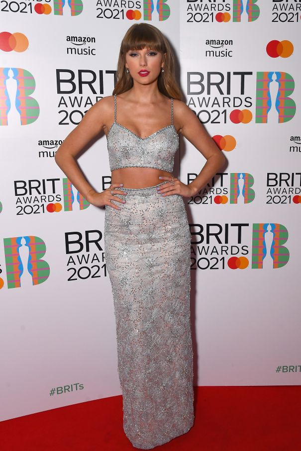 Taylor Swift Is A Silver Stunner