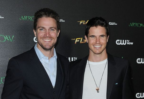 Robbie And Stephen Amell To Star In 'Code 8' Sequel