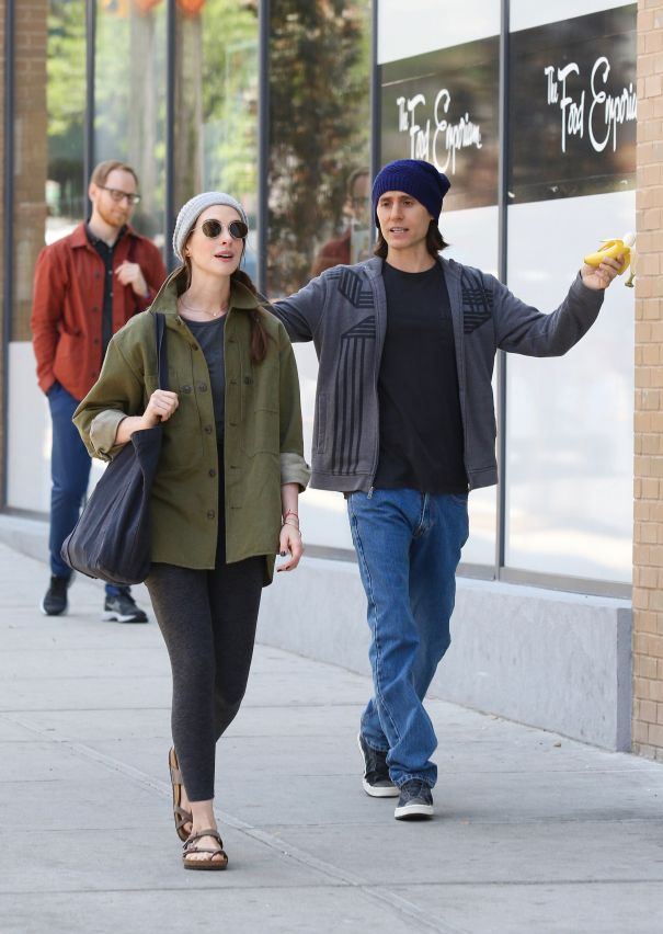 Anne Hathaway & Jared Leto Crash In New York