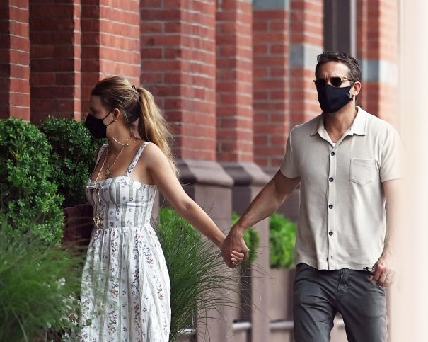 Blake Lively And Ryan Reynolds Go For Lunch In NYC