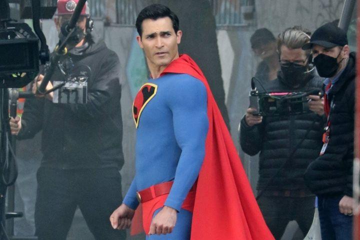 "Tyler Hoechlin on set of ""Superman & Lois"""