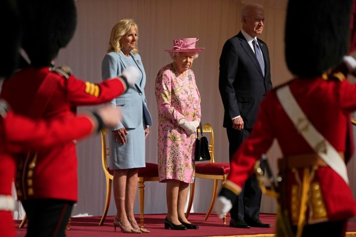 US President Joe Biden and First Lady Jill Biden stand with Britain's Queen Elizabeth II watching a Guard of Honour march past before their meeting at Windsor Castle. Photo: AP Photo/Matt Dunham, Pool/CPImages