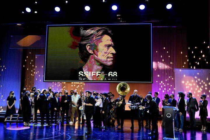 'Beginning' team receive Golden Shell Award