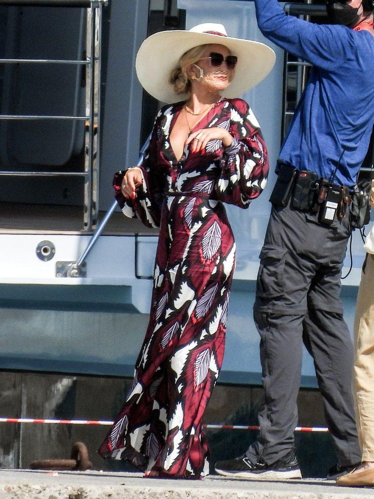 """Kate Hudson films """"Knives Out 2"""" in Mýkonos, Greece. Photo: Splash News"""