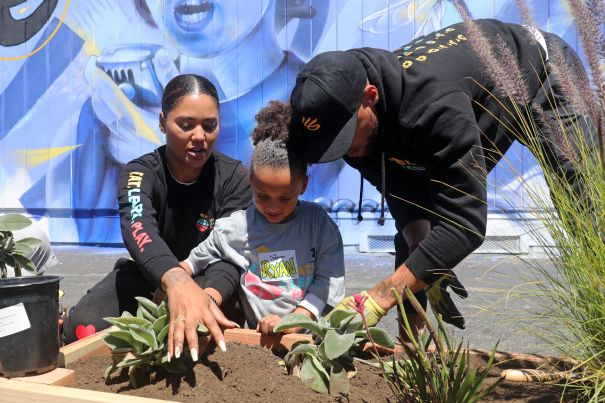 The Currys Give Back To The Community