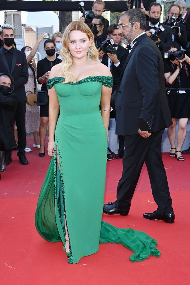 Abigail Breslin Gorgeous In Green