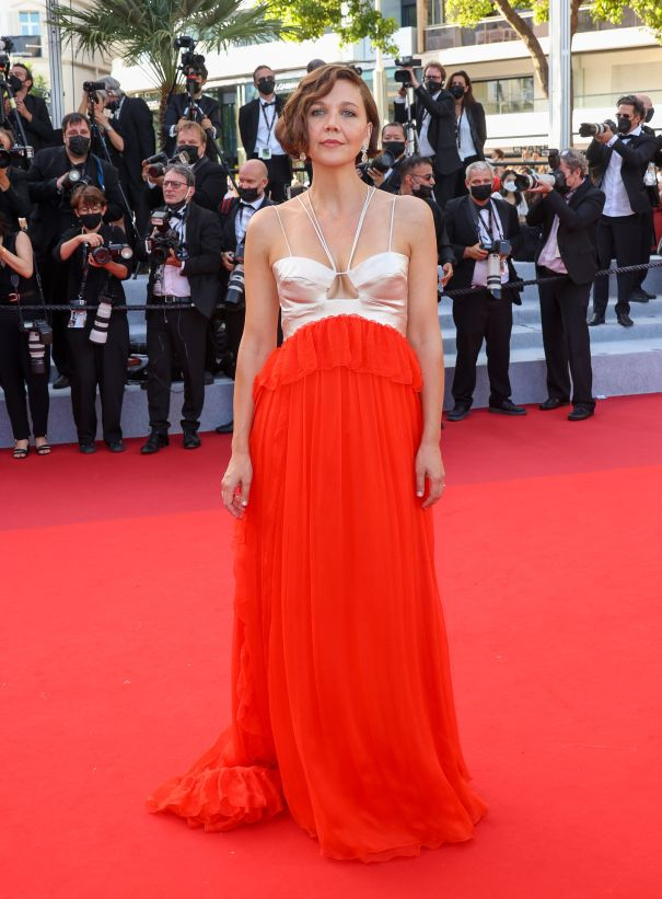 Maggie Gyllenhaal Glows On The Red Carpet