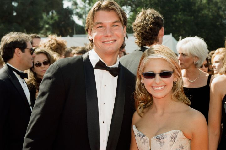 Jerry O'Connell, Sarah Michelle Gellar arrive at the 50th Annual Primetime Emmy Awards held at the Shrine Auditorium in Los Angeles, CA on September 13, 1998.