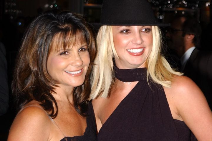 Britney and Lynne Spears.