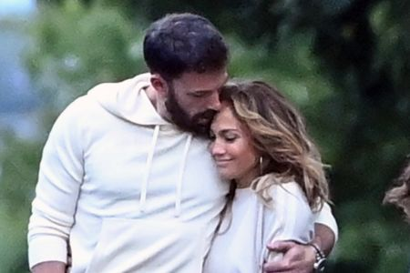 Ben Affleck And Jennifer Lopez Wrap Their Arms Around Each Other For  Evening Stroll In The Hamptons | ETCanada.com