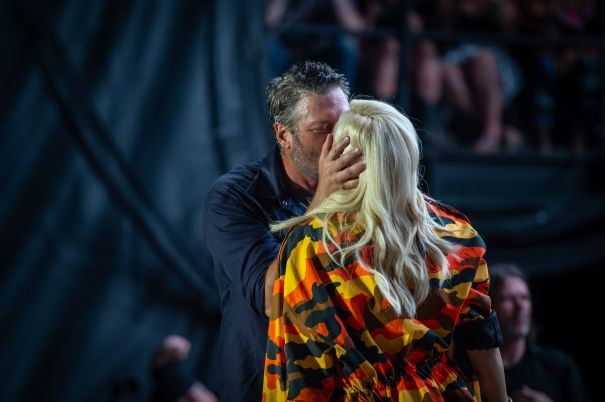 Blake Shelton And Gwen Stefani Pack On The PDA During Festival Performance