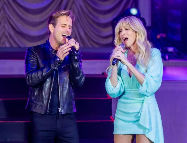 Debbie Gibson & Joey McIntyre Take Vegas