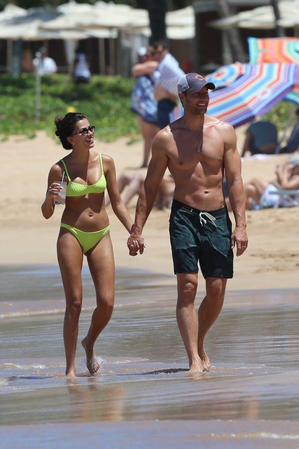 Justin Hartley, Sofia Pernas Put Their Beach Bods On Display