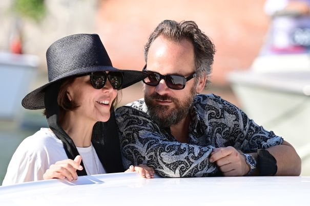 Maggie Gyllenhaal Arrives With Hubby Peter Sarsgaard