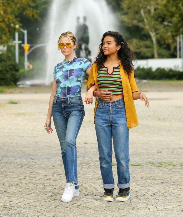 Zoey Deutch, Mia Isaac Film 'Not Okay'