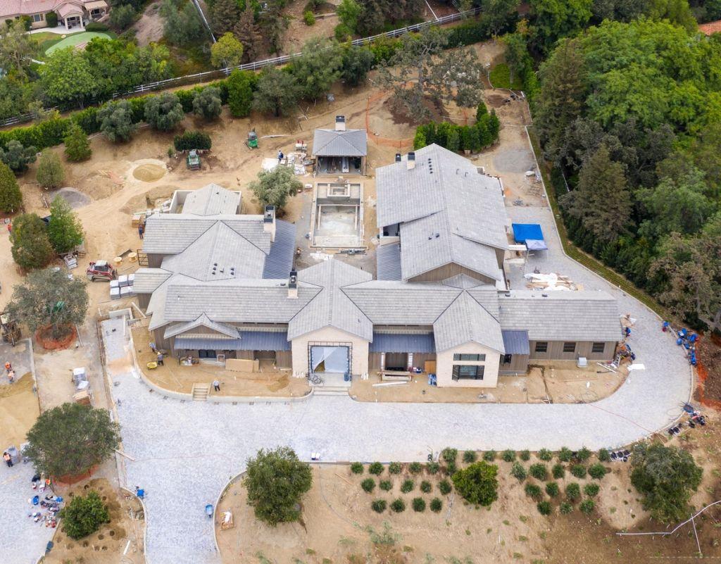 Kris Jenner's mansion – Photo: Backgrid