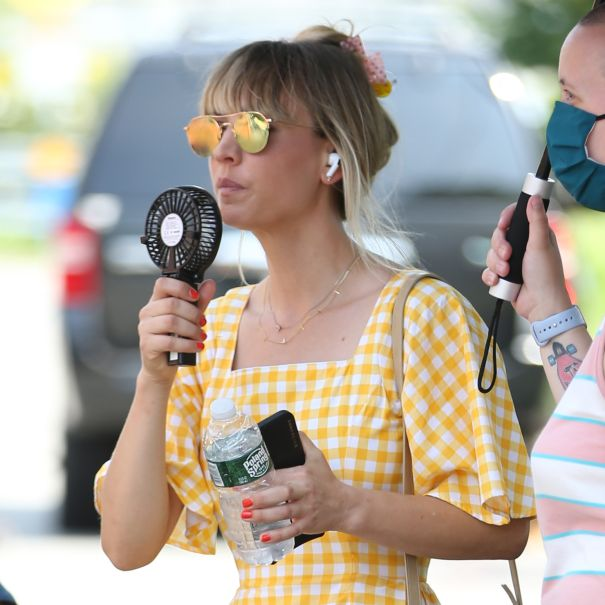 Kaley Cuoco Cools Down On Set