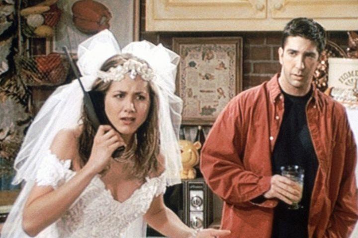 """Jennifer Aniston and David Schwimmer in """"Friends"""""""