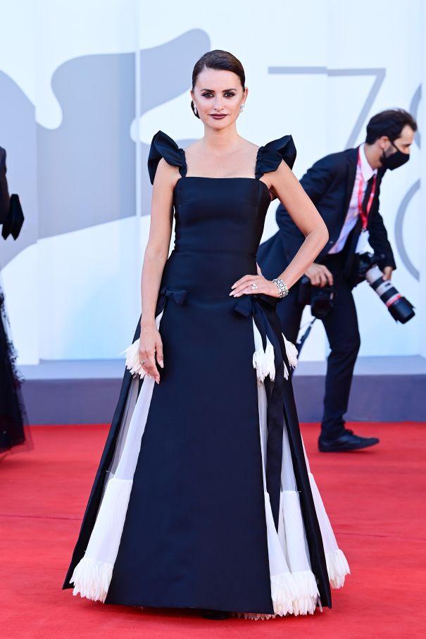 Penelope Cruz Is Glam In Italy