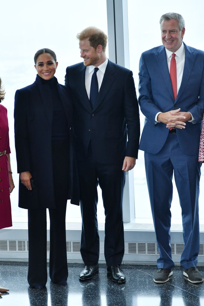 Meghan, Duchess of Sussex and Prince Harry, Duke of Sussex pose with NYC Mayor Bill De Blasio at One World Observatory on Sept. 23, 2021 in New York City.