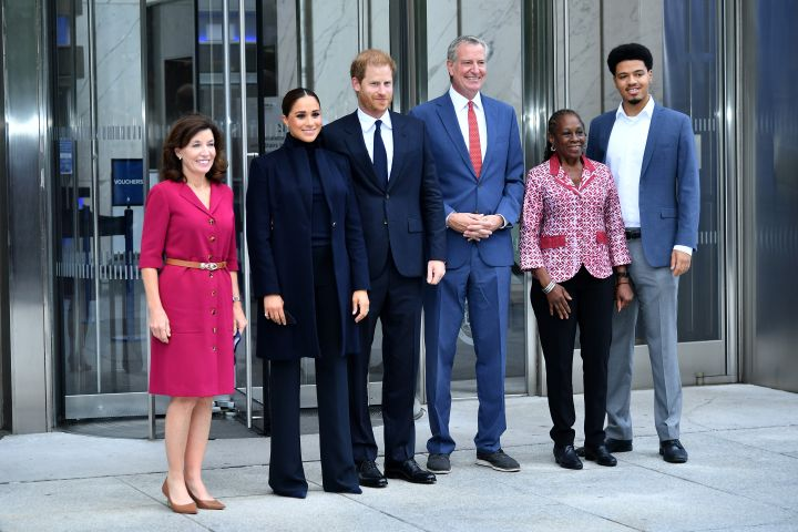 (L-R) Governor Kathy Hochul, Meghan, Duchess of Sussex, Prince Harry, Duke of Sussex, NYC Mayor Bill De Blasio, Chirlane McCray and Dante de Blasio pose at One World Observatory on Sept. 23, 2021 in New York City.