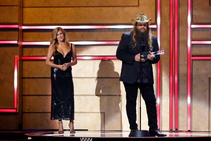 Chris Stapleton accepts an award onstage from Connie Britton during the 2021 CMT Artist of the Year on October 13, 2021 in Nashville, Tennessee. Photo: Jason Kempin/Getty Images for CMT/Viacom