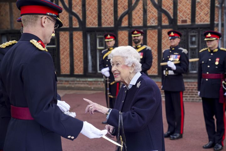 Queen Elizabeth II meets members of the Royal Regiment of Canadian Artillery at Windsor Castle. Photo: CPImages