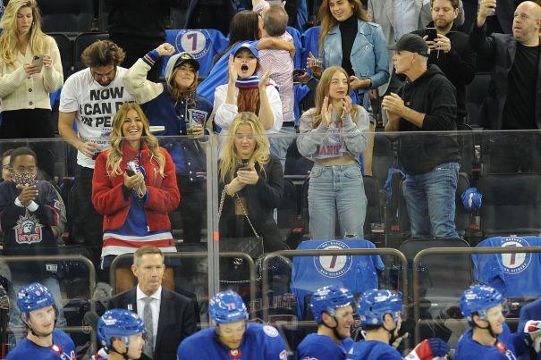 Gigi Hadid And Kelly Bensimon Cheer On The Rangers